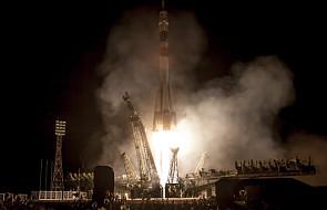 W sześć godzin na orbitę. Sojuz przycumował