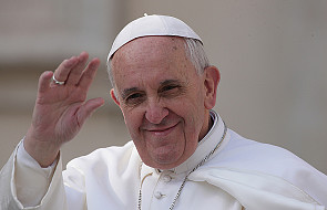 Papież zachęca do odmawiania różańca
