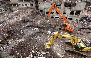 Bilans ofiar katastrofy w Dhace przekroczył 900