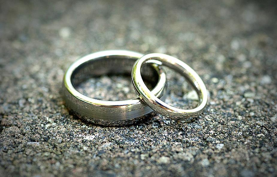 """""""Nie"""" dla Komunii dla rozwiedzionych małżeństw"""