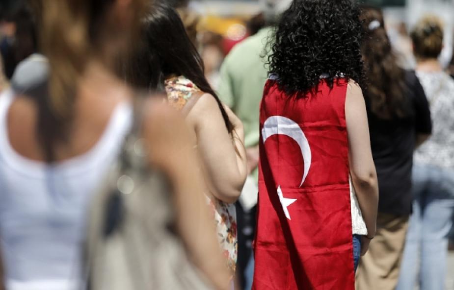 Turecki ostrzega Angelę Merkel