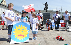 Protest przeciwko łamaniu praw ojców