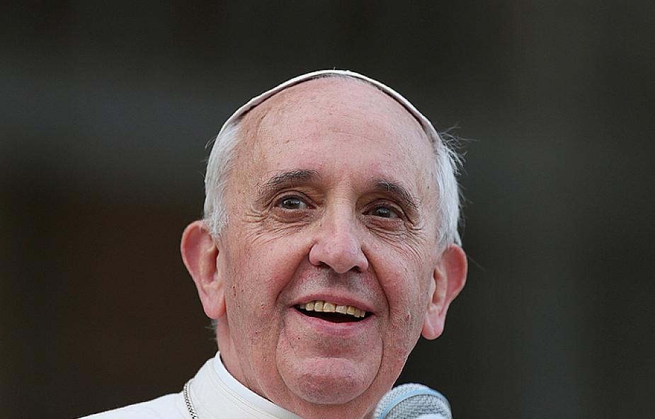 Papież Franciszek polecił usunąć swój pomnik