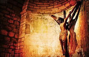Bóg nie objawia się po ludzku - Łk 9, 18-22