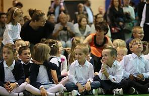Czym się karmi dzieci w polskich szkołach