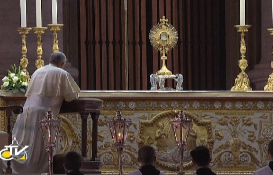 Franciszek: W ciszy Krzyża milczy zgiełk broni