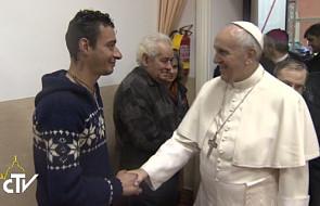 Franciszek pojechał do migrantów i uchodźców