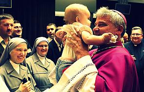 Dobroczynne ramię papieża Franciszka