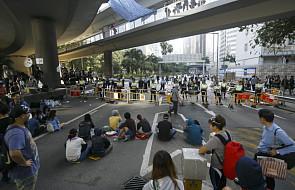 Demonstranci w Hongkongu zaatakowani