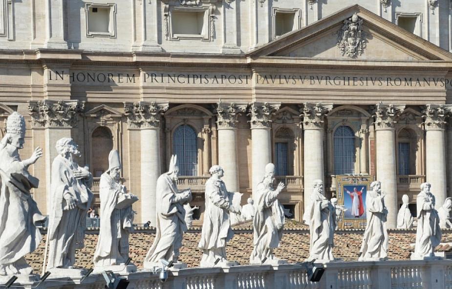 Jedna trzecia papieży wyniesiona na ołtarze