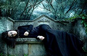 """""""Życie bliskie śmierci"""" - o życiu i umieraniu"""