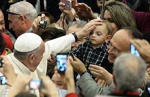 Papież: Rodzina jest istotna dla przekazu wiary