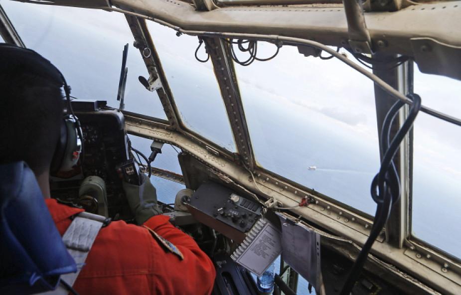 Plama ropy w miejscu, gdzie zaginął samolot