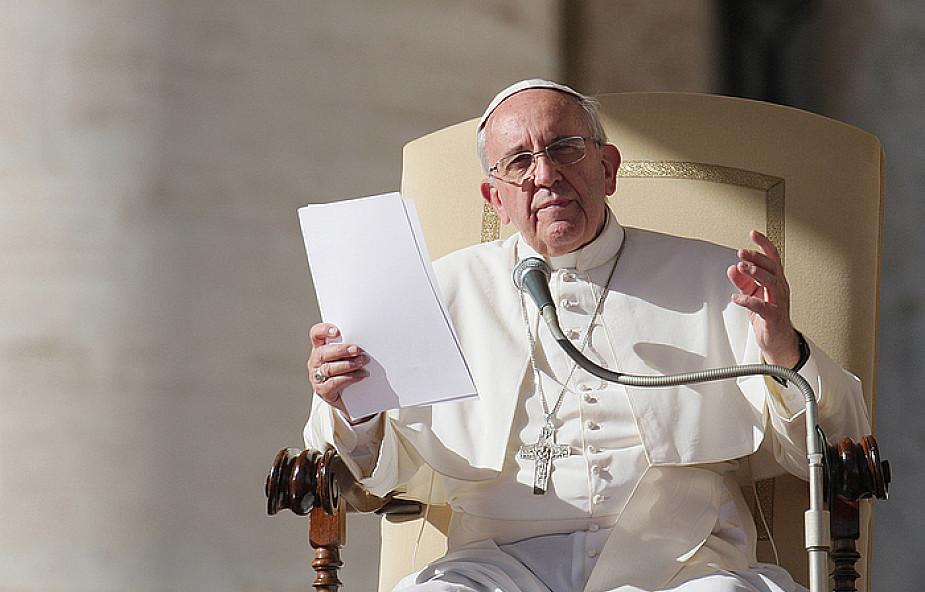 Papież: Eucharystia utrzymuje w Kościele żywą obecność Chrystusa i kształtuje wiernych