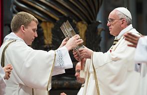 Watykan: Papież ochrzci 10 katechumenów