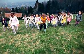 """Włóczykije śpiewają """"Balladę o papieżu"""""""