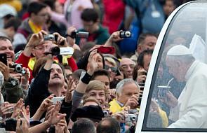 Papież Franciszek: nie szukajcie żyjącego wśród umarłych