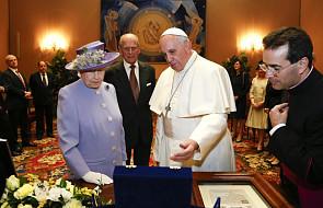 Nietypowy prezent Elżbiety II dla Franciszka