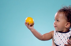 Małe dzieci i cytryna? Ten fim poprawi Ci humor