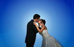 Coraz mniej młodych na ślubnym kobiercu