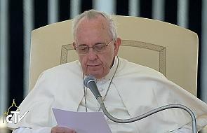 Papież: Ten dar pomaga żyć ukrytym świętym