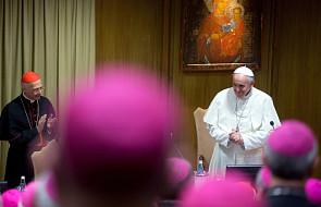 Papież do biskupów: Nie ufajcie sobie, tylko Bogu