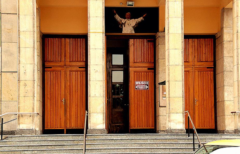 Ewangelizacja? Księża muszą wyjść z kościołów