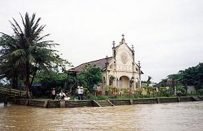 Wietnam: bard rewolucji przyjął chrzest