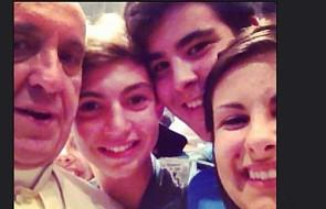 """Papież Franciszek i jego """"filozofia selfie"""""""