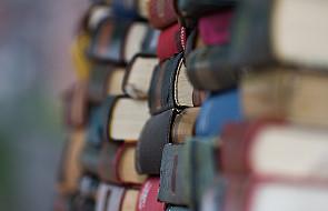 Polacy nie czytają, biblioteki upadają
