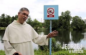 Co ma diabeł do zakazu pływania?