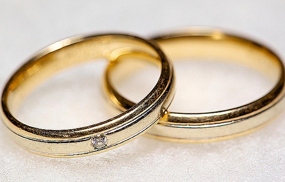 W czym wyraża się sakrament małżeństwa?