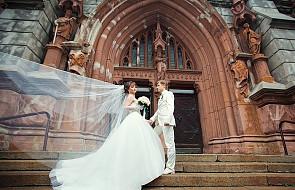 Co naprawdę dzieje się w trakcie ślubu?