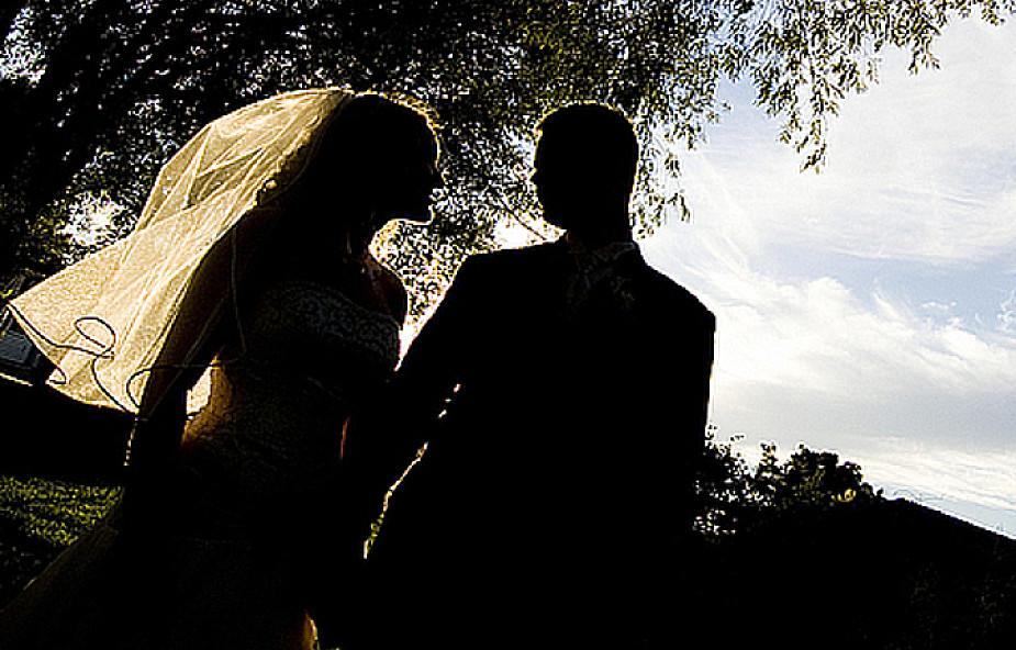 """""""Rz"""": Nabrani na kursy przedmałżeńskie"""