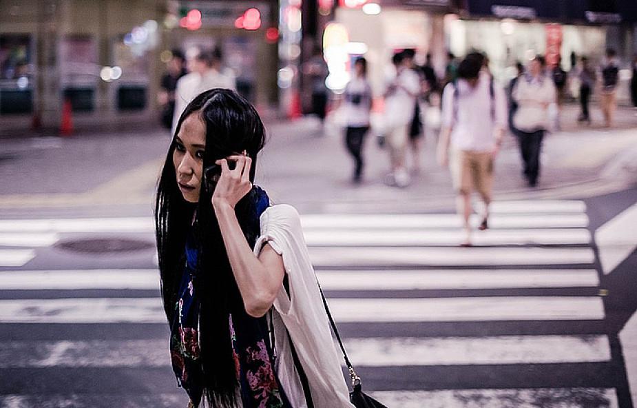 Kara za rozmowę przez telefon na pasach