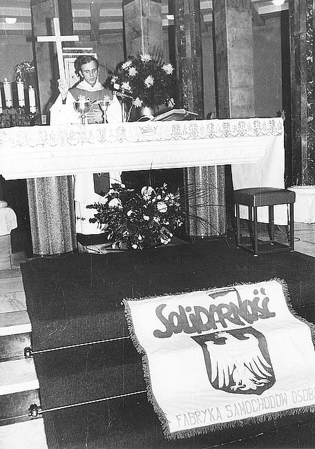 Kapłan osaczony - zdjęcie w treści artykułu nr 2