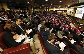 Włoska prasa o synodzie: otwarte sporne kwestie