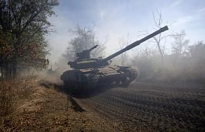 Czołgi odjeżdżają poza linię frontu w Donbasie