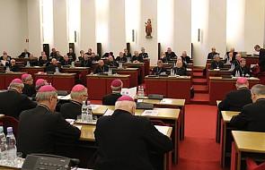 CBOS: Kościół nie wyraża sympatii politycznych