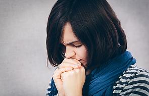 Czy musimy modlić się na klęcząco?