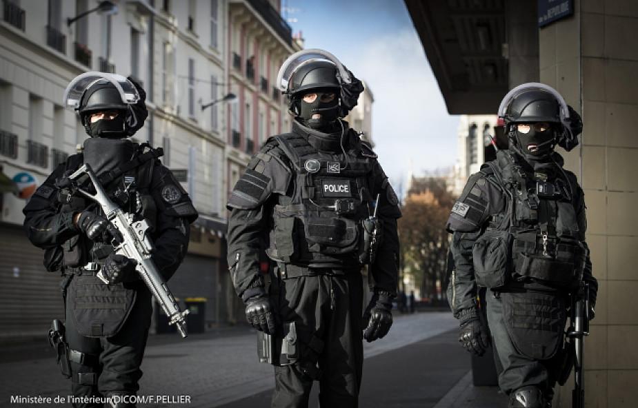 Francja: przedłużono stan wyjątkowy