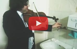 Polski skrzypek zadziwia świat nietypowym koncertem [WIDEO]