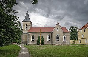 Kawice: sporfanowano kościół parafialny