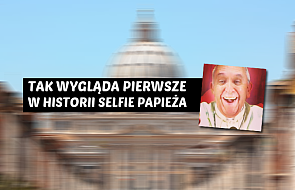 """Zobacz pierwsze w historii """"selfie"""" papieża"""