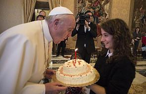 Urodziny Franciszka: papieski tort dla bezdomnych