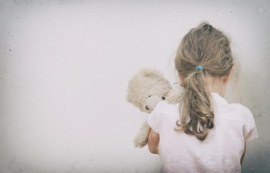 """Poruszające wyznanie małej dziewczynki: """"mój tata jest kłamcą"""""""