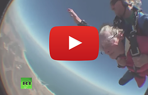 100-latka skoczyła ze spadochronem