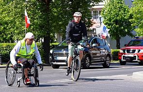 Jan Paweł II pcha jego wózek