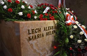Marta Kaczyńska i Andrzej Duda złożyli kwiaty na grobie pary prezydenckiej