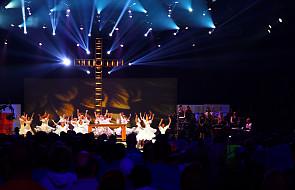 """Jedyni """"prawdziwi"""" katolicy i tańczenie podczas Mszy"""